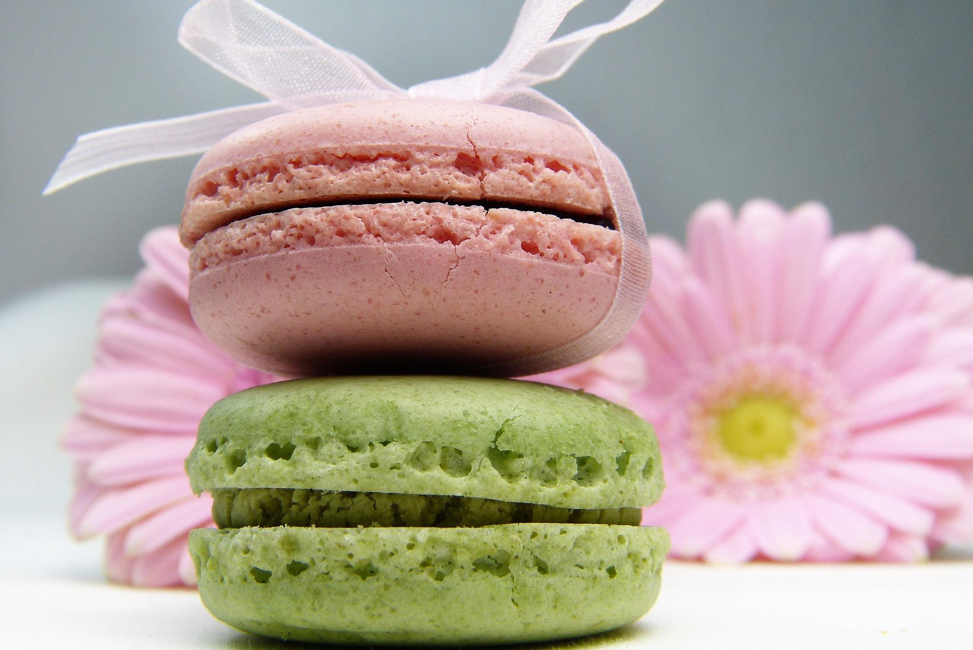 Solving the Macaron:Macaroon Riddle